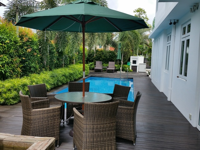 Pool umbrella centre pole wooden umbrella table umbrella for Garden centre pool in wharfedale