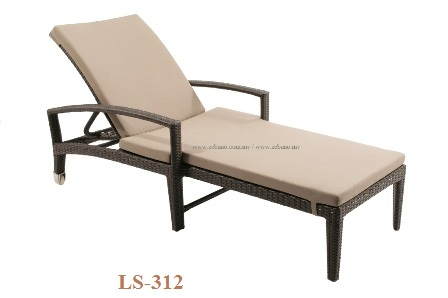 Wicker pool lounger