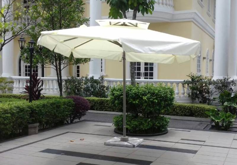Commercial cantilever umbrella us-0110