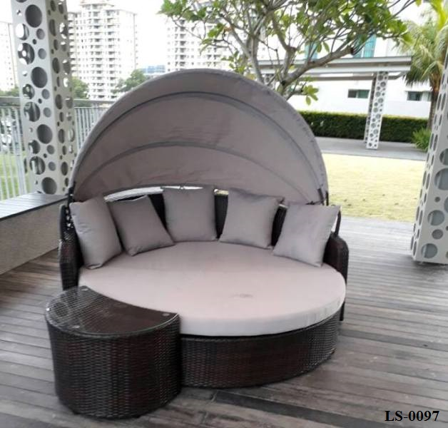Wicker Outdoor Day Bed With Shade