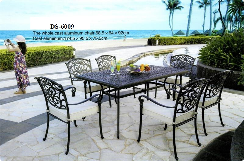 Outdoor cast aluminum dining table