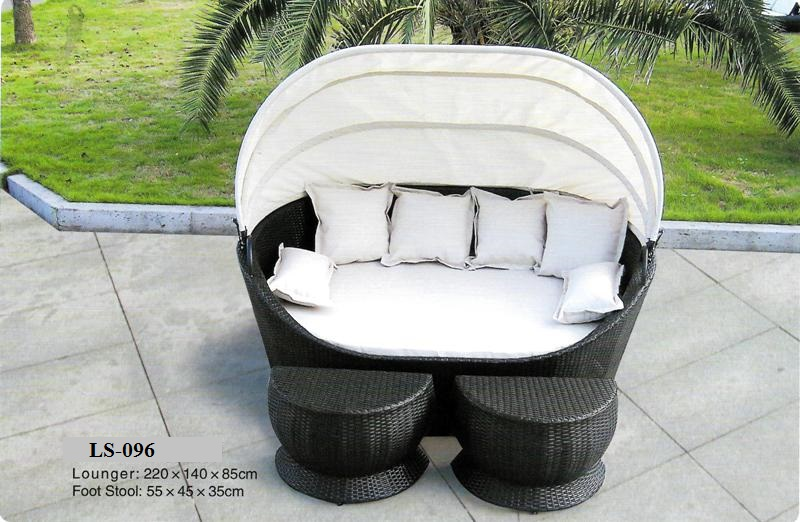 Outdoor Rattan Bed With Foot Stools LS-096