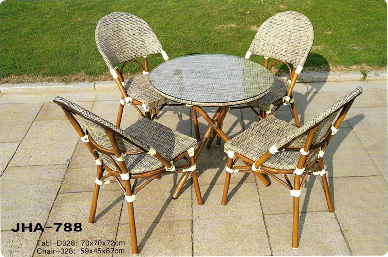 Batyline outdoor dining chair and table