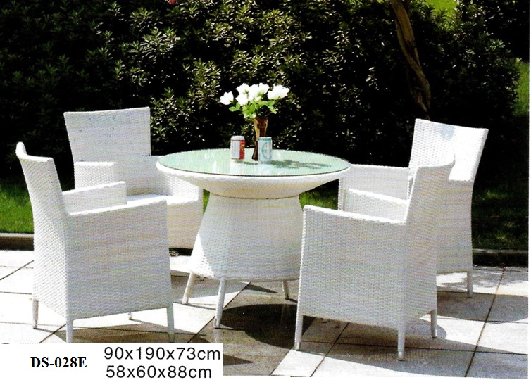 White Wicker Outdoor Dining